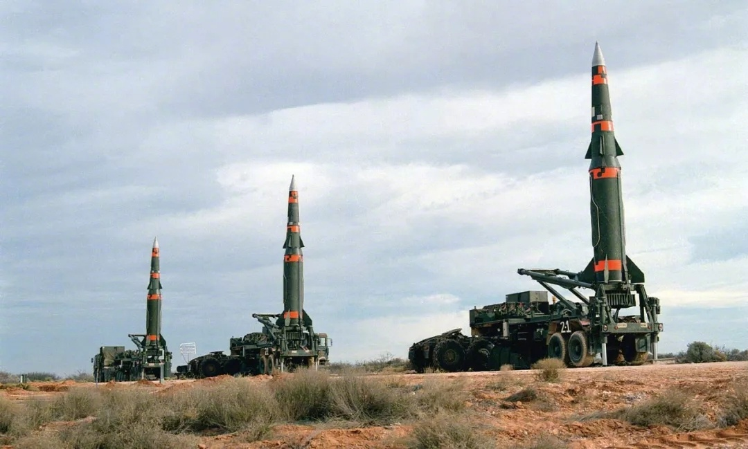 【传说中的核大战只需要几千枚核弹,为何美苏造了近6万枚?】