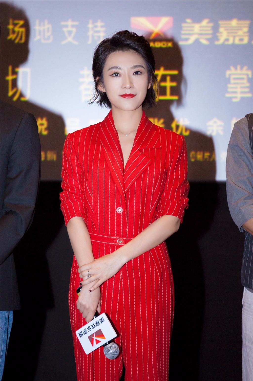 姜文现身《命运速递》首映 吕晓霖获五百赞许