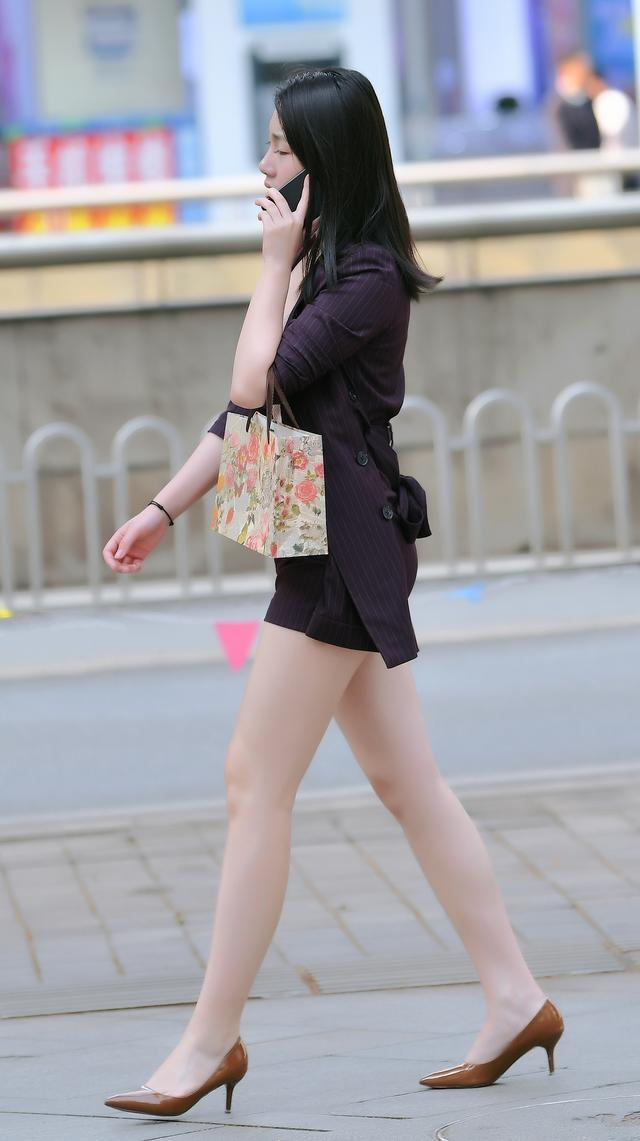 时尚街拍美女:小姐姐的侧脸更美还是长腿更好看?你是什么控?