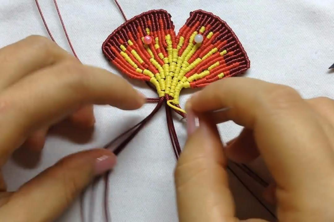 手工编织漂亮的银杏叶钥匙链吊坠,这里为你分享教程的第二部分