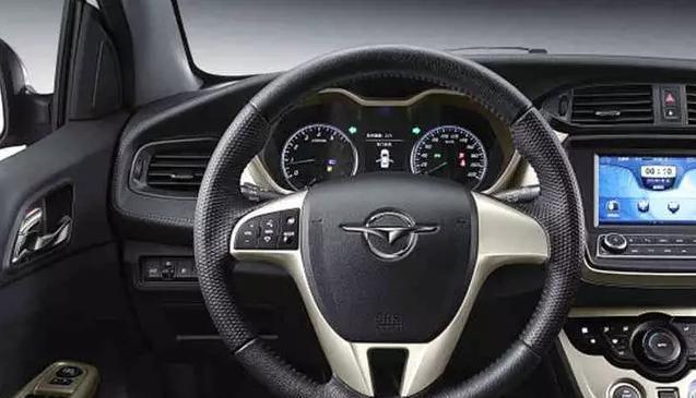 小型车的价格,紧凑级的空间,这车不到5万,性价比高过帝豪!
