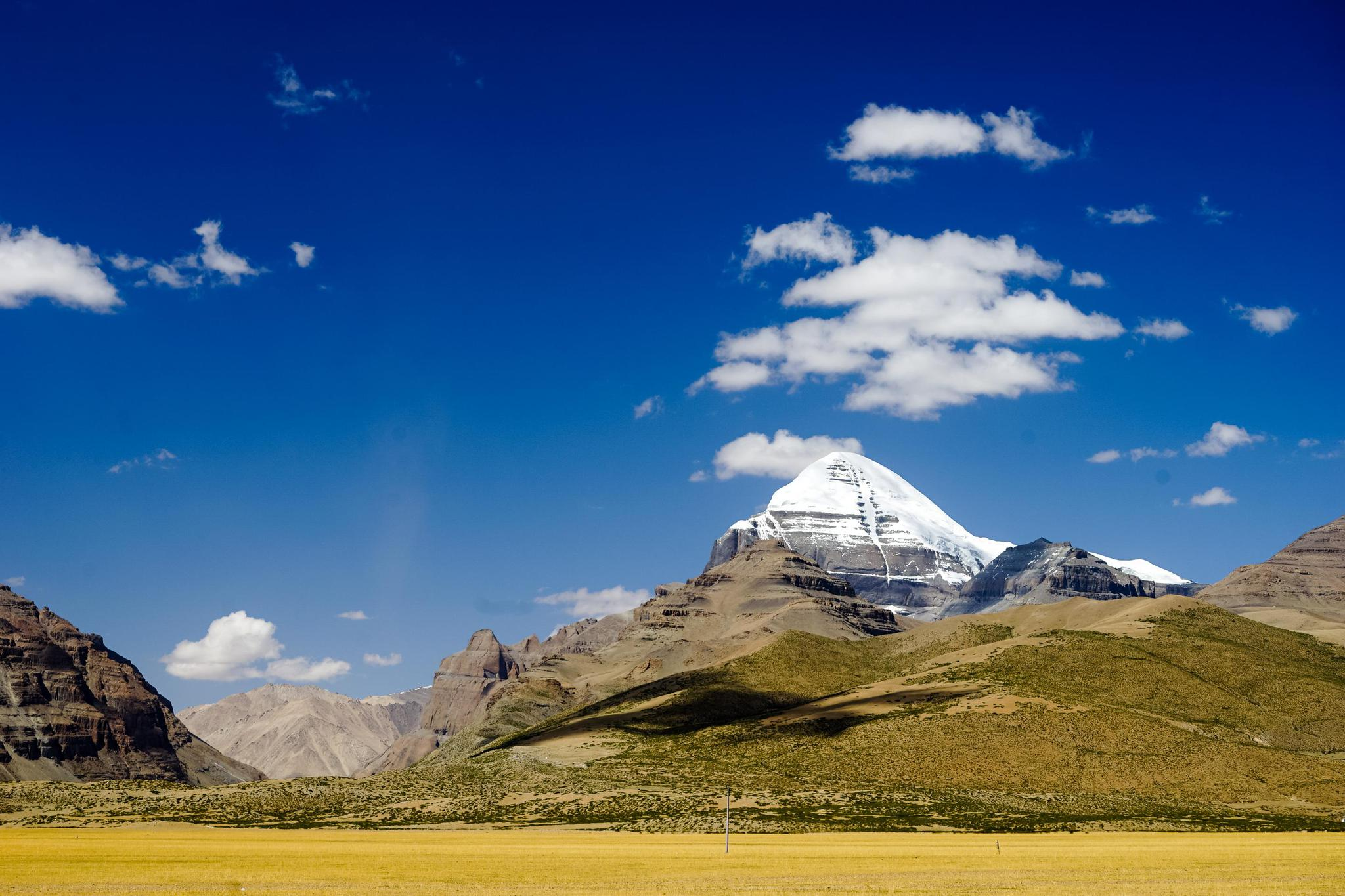 这座雪山海拔不到七千米却无人敢攀登 是险峻是敬畏还是出于保护