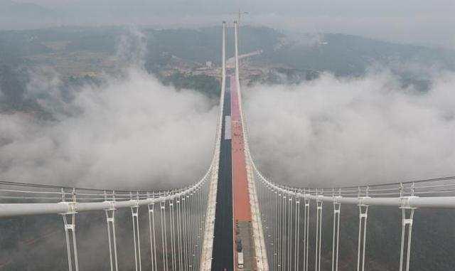 3,亚洲山区最大跨径的钢箱梁悬索桥——龙江特大桥,是云南保腾高速创图片