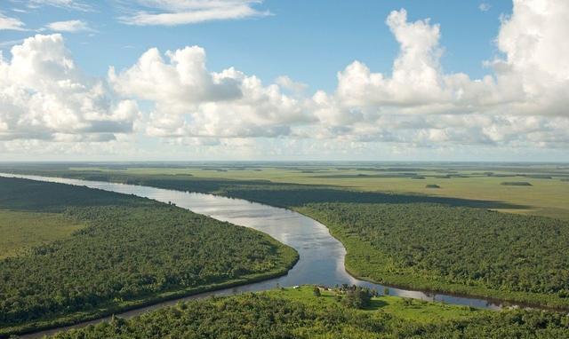 卫星图看世界上最大的平原亚马逊平原,热带雨