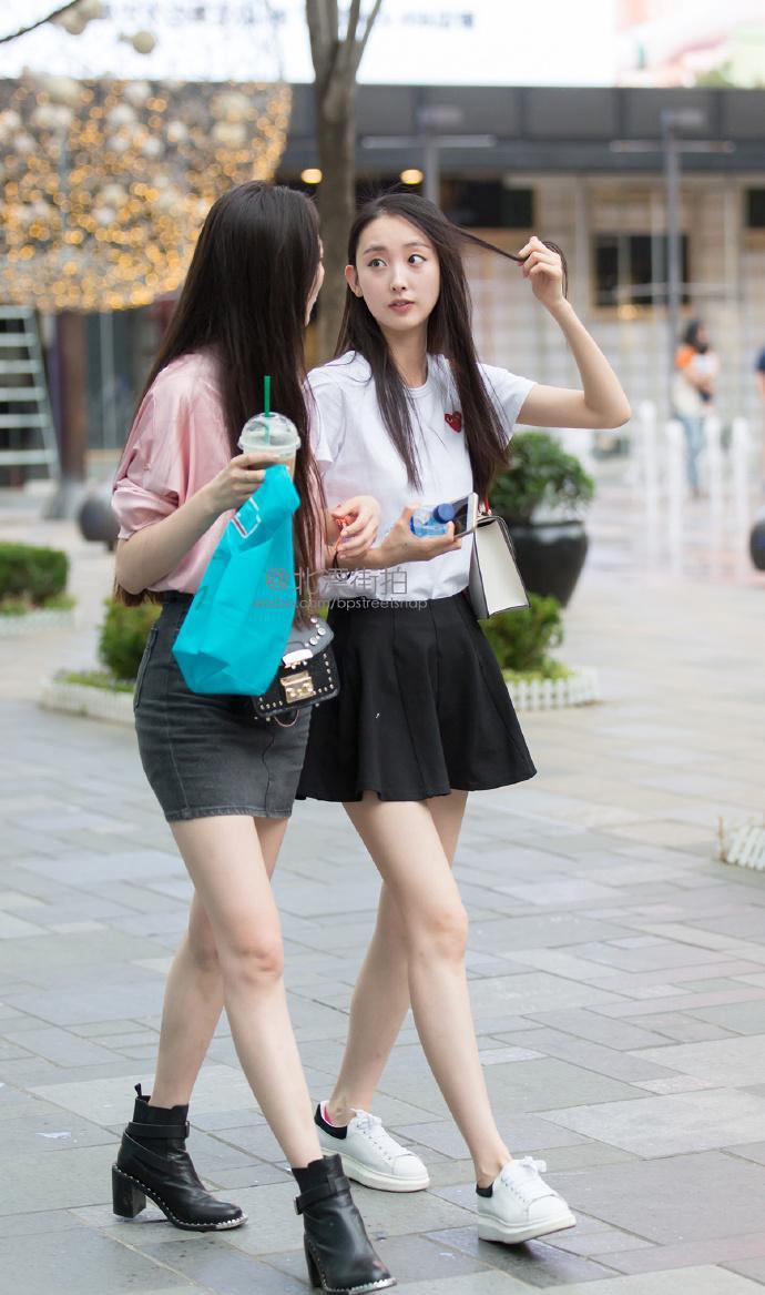 路人街拍:小情趣大长腿最吸引人,一顶情趣别具小帽贴什么上奶头姐姐在是图片