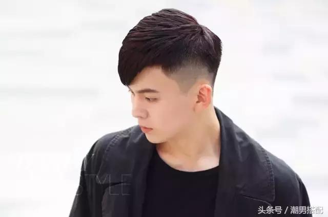 侧背头显得更加成熟,适合上班族男士,斜刘海直发修颜效果好也会很时尚图片