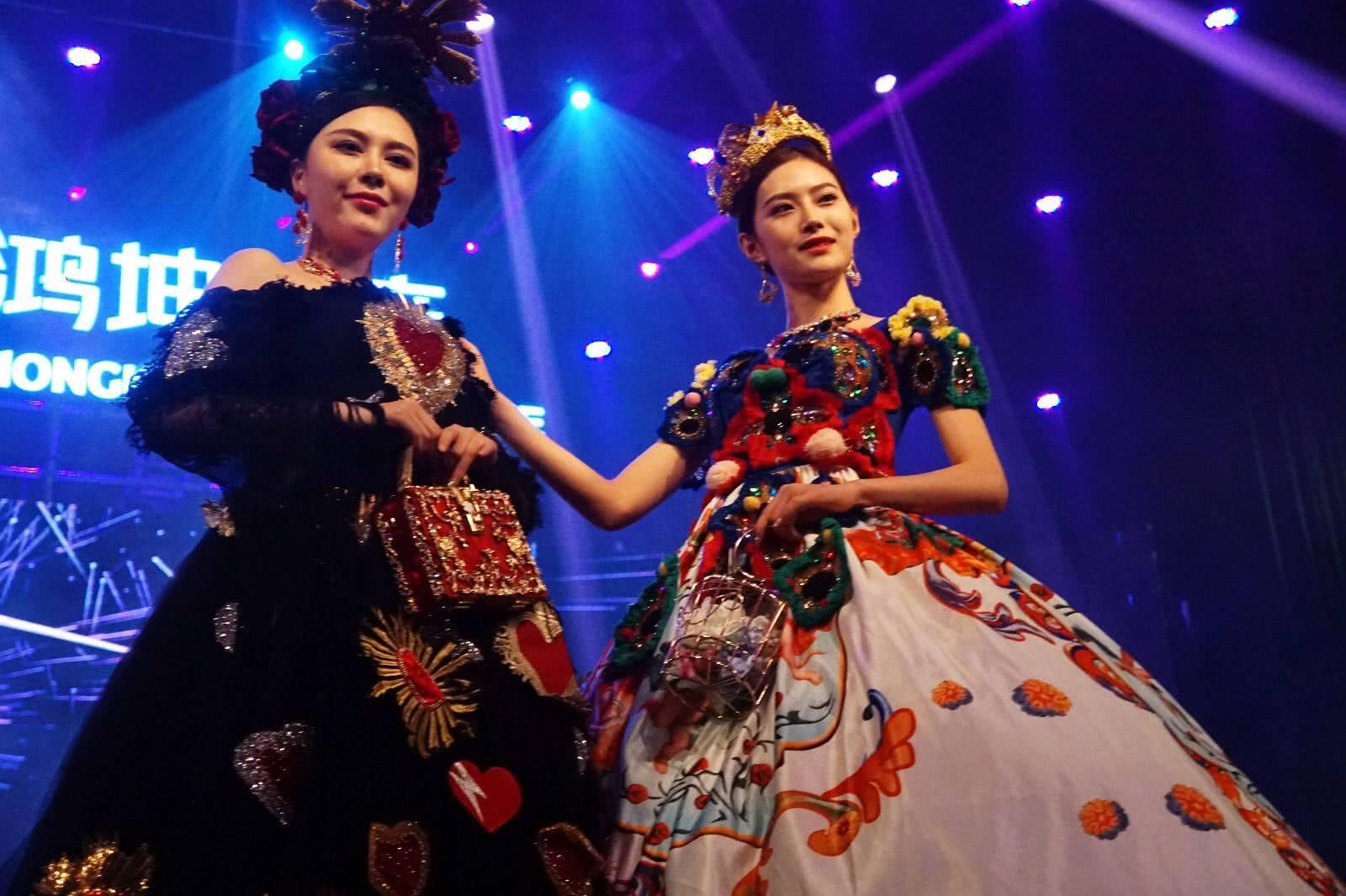 世界小姐宜昌展示风情秀,堪比巴黎时装周的艳光四射