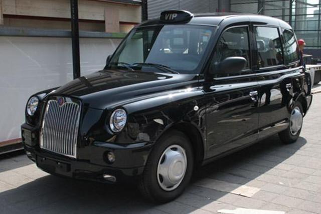 全球最知名的一款车,卖20万,回头率不输红旗,国内却难看到
