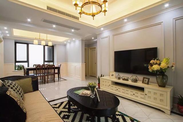 一,石膏线条 在电视墙上装石膏线条造型,是美式风格里面较为常见的