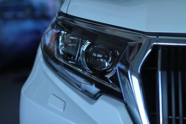 到店实拍,2018款丰田霸道颜值不错,全系搭载3.5L自然吸气发动机