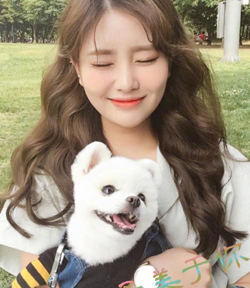 韩式风格的发型一直都颇受小仙女们的青睐,这款韩式波浪卷中长发烫发图片