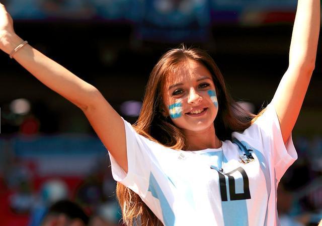俄罗斯世界杯10大美女球迷:中国美女惊艳世界杯 第一位气质太强