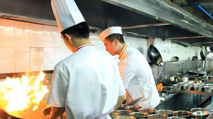 厨师炒菜时要不要戴口罩 戴口罩厨师炒菜