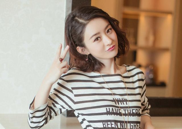 30岁的毛晓彤和31岁的赵丽颖撞短发造型,网友:两人美