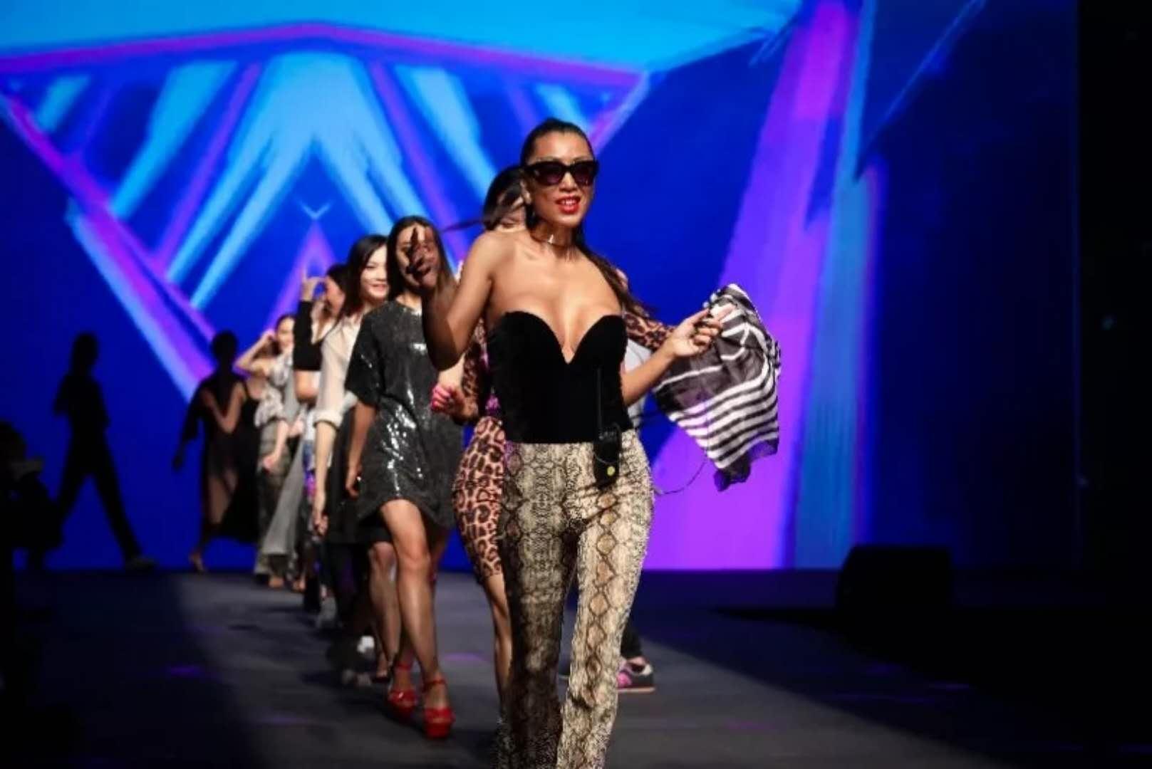 时尚女魔头唐拉拉,引领中国时尚新风尚