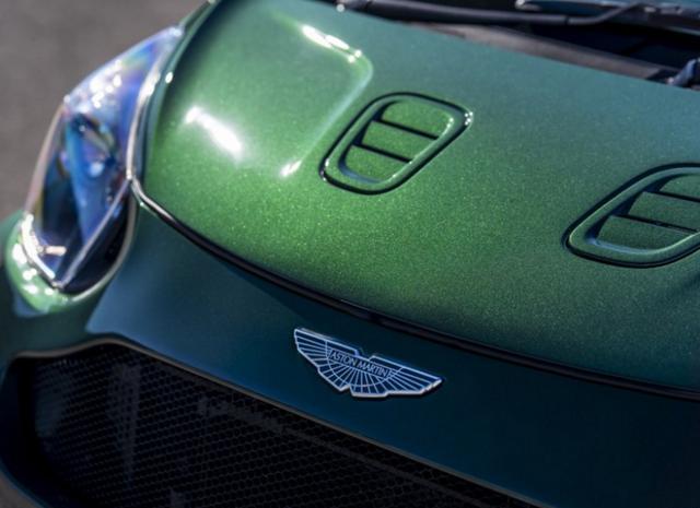 和Smart同等身材,却搭载4.7 V8发动机,这台阿斯顿马丁不一般