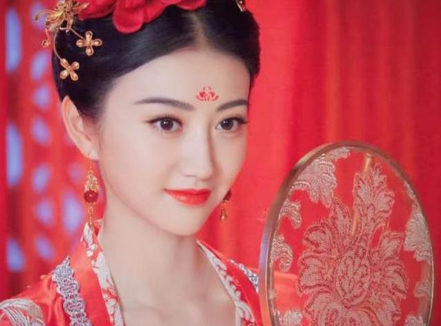 女星的古装造型,赵丽颖呆萌,杨幂惊艳,她美得让人移不开眼睛