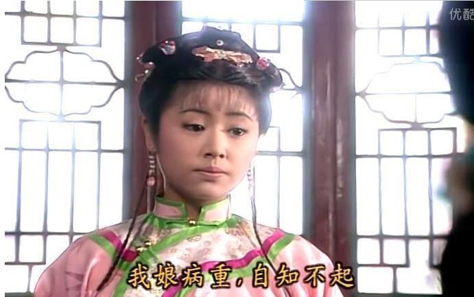 这件衣服进宫前也曾穿过,那时,紫薇梳的发型要高贵许多——当时她