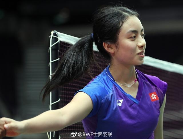球技与颜值并存!中国香港20岁天才美少女走红,笑容甜美人比花娇