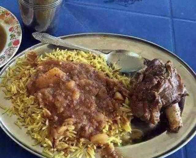 非洲人眼中的丰盛美食,看着好尴尬,你能吃下去一口算你赢图片