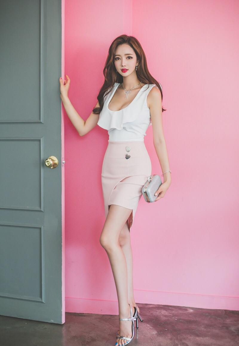 美女高跟鞋短裙透明秀雷丝美女图片