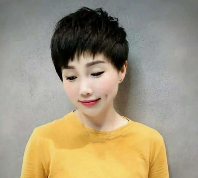 自己在家方便打理,不烫不染的发型有哪些?只有短发最适合图片