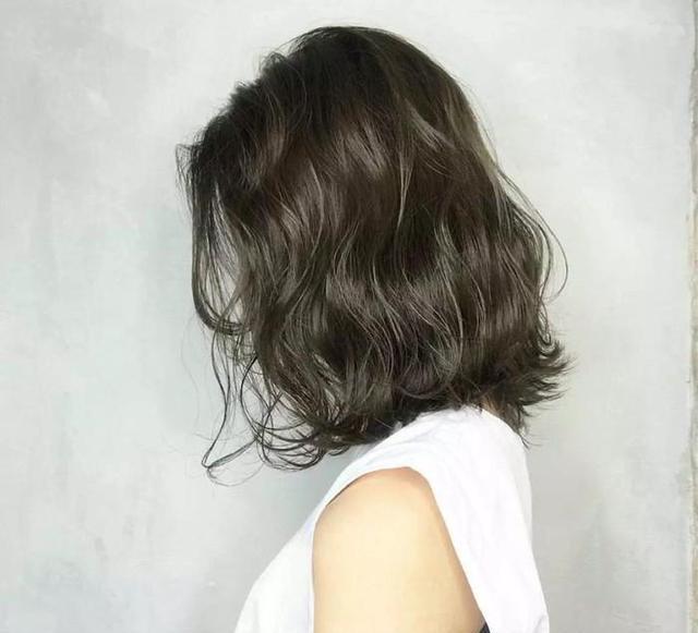 2018最夯发型:温柔婉约的齐肩卷发好迷人,半长不短不图片