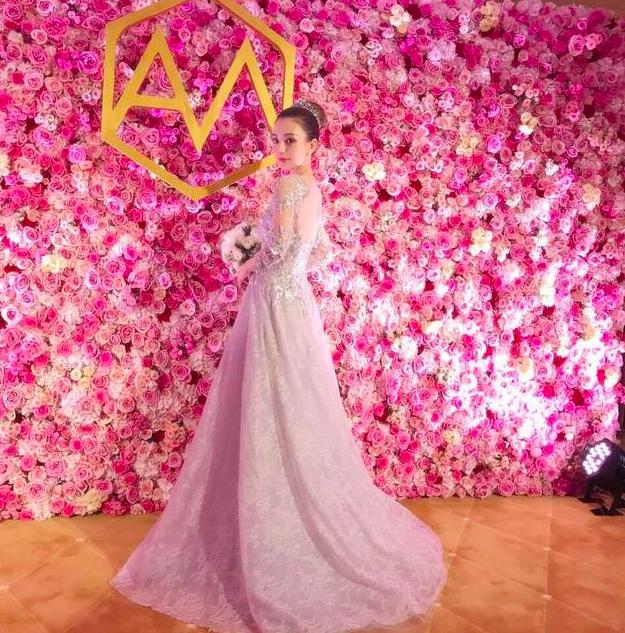 郭富城结婚一周年罕见婚照曝光,方媛头戴王冠像公主