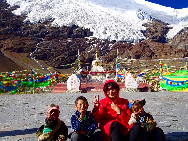 68岁老玩家携妻自驾20多国家 圆梦珠峰 竟战胜病魔
