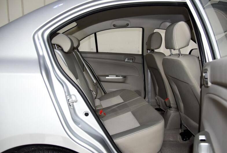 颜值高过赛欧的入门精品小车,搭载四独立悬挂,仅3万