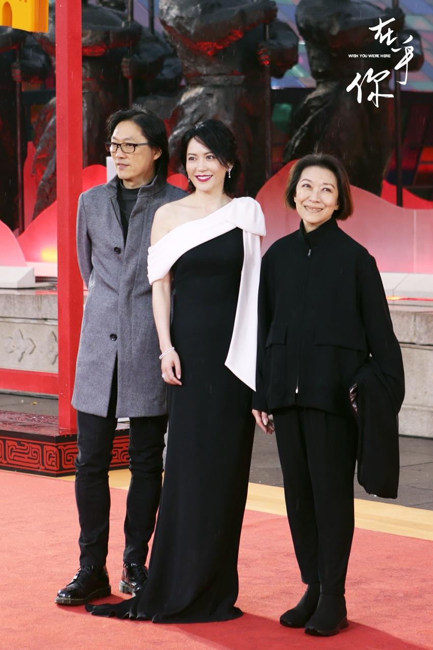 《在乎你》主创亮相丝绸之路电影节闭幕红毯 俞飞鸿长裙古城长安
