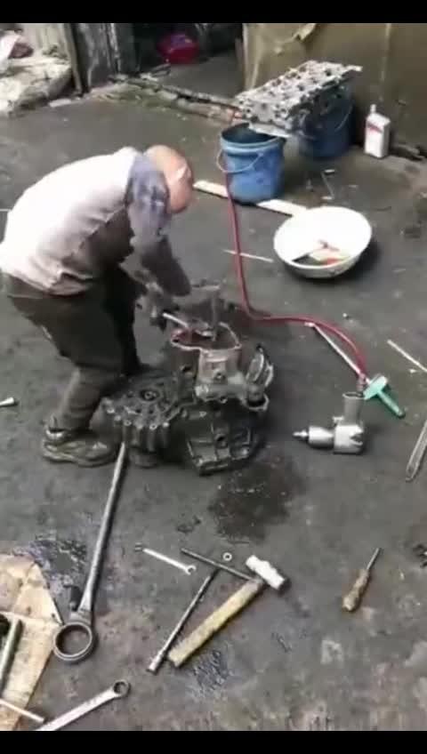 小朋友,呃不是,师傅,变速箱老打滑帮修一修吧……  
