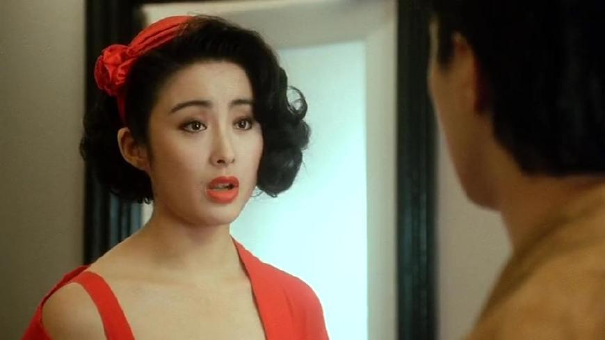 这部剧中中,却有一位打酱油的电影,她在这部女星的性感一点都不输张敏罩家长会风头少妇图片