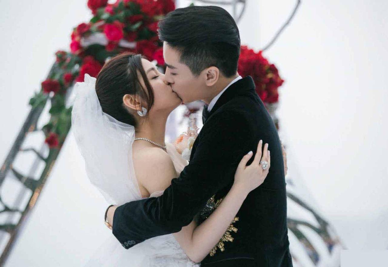 陈晓陈妍希同框被拍,画面十分甜蜜,两人的情侣装很有心机