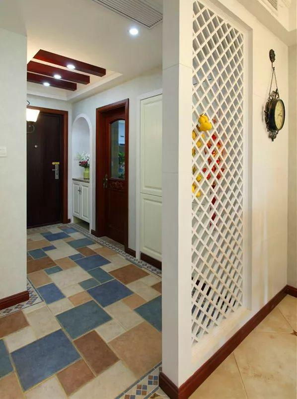 小户型没有玄关走廊怎么办?用隔断来打造一个玄关空间