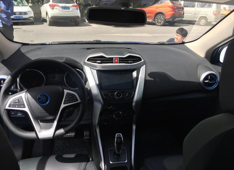 7.99万起售、续航305公里,比亚迪元EV360正式上市