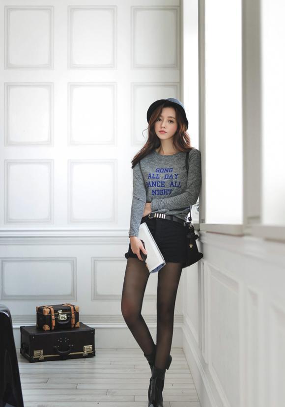 孙允珠:身姿曼妙的黑丝袜美女,轻松秀出纤细美腿,非常