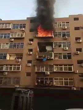 突发!今早沿东小区一居民楼突发火灾