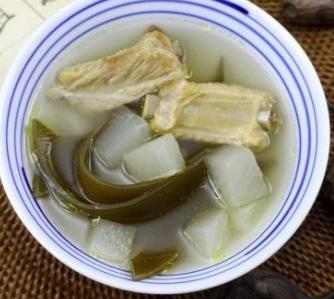 海带结萝卜排骨汤_排骨海带萝卜汤