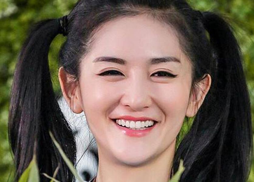 同样的双马尾发型,陈乔恩呆萌,迪丽热巴惊艳,却都输给图片