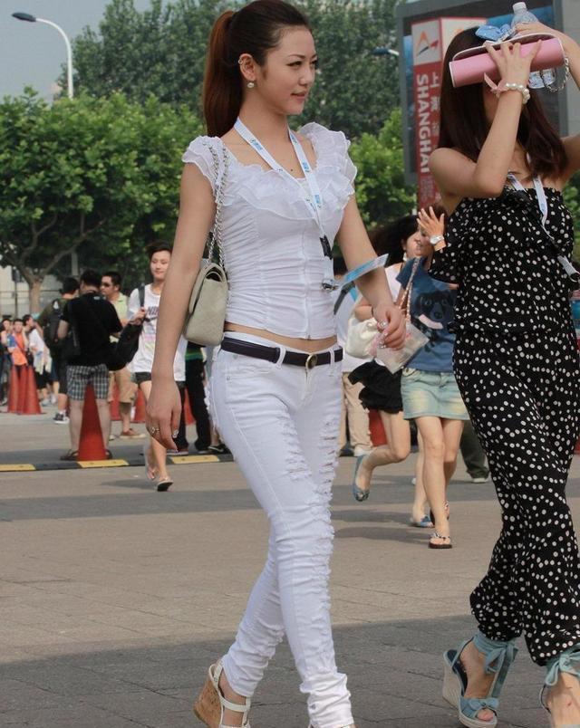 街拍身材美女凹凸有致视频a身材的女人味美女大折磨被知性图片