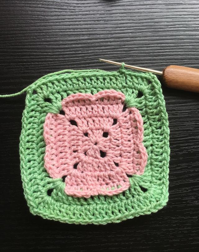 钩针编织花朵杯垫