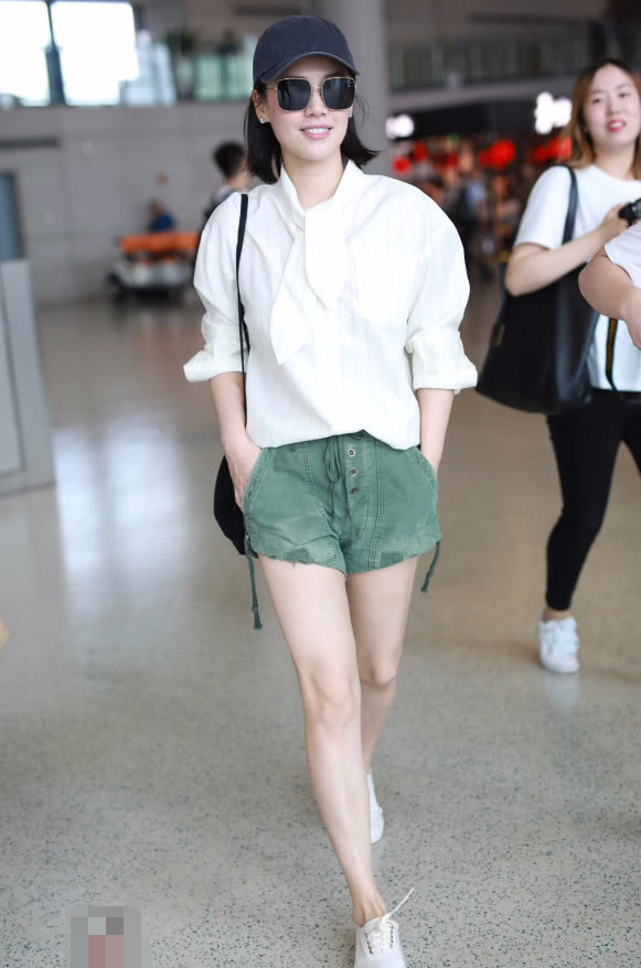 马思纯因为穿错了一条白裙,看起来胖了15斤,体重100+!