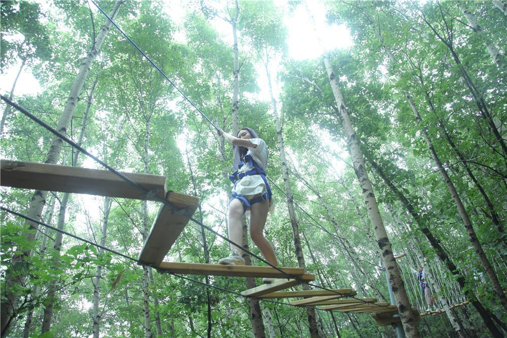 """野三坡举办国际游客乐拍互动节 白草畔上演""""丛林穿越""""图片"""