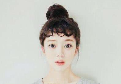 这种脸型的女孩尽量不要披头发,这样扎头发能够让你美到爆炸图片