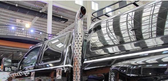 350万的皮卡, 车高3米超霸气, 车重11吨不差油钱