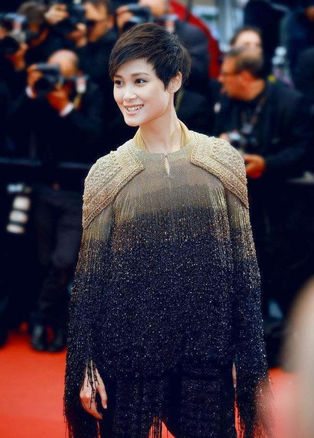 李宇春五次走上戛纳电影节,将以盲道受邀红毯呢?天堂电影造型迅雷下载图片