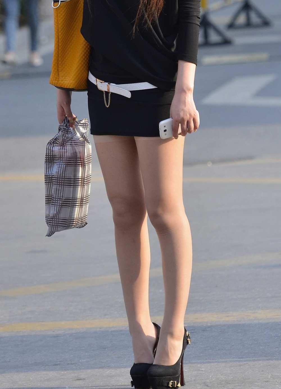 黑色包臀短裙黄金,14cm高跟鞋穿上走路一点都美女展会美女图片