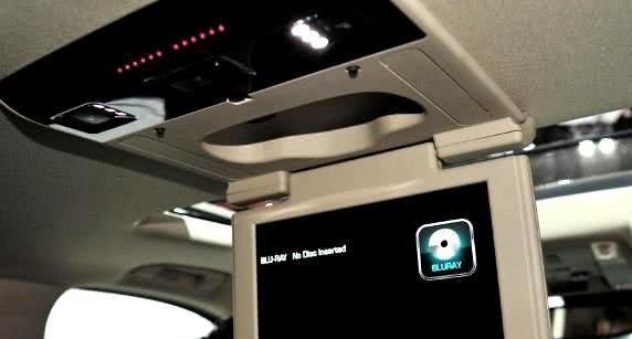 全球第一辆全尺寸SUV!车长5米7,扶手箱可放几捆钱,后备箱更大
