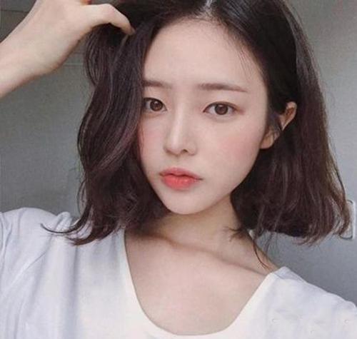 2018流行中短发发型短发,微乱睡不醒中图片真头大的女生剪什么短发合适图片